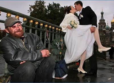 заглянуть невесте под юбку